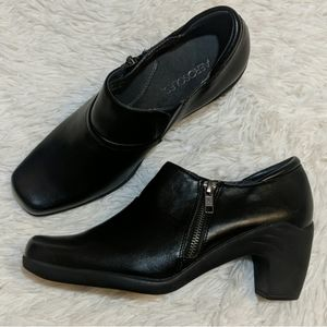 AEROSOLES Black Ankle Bootie Boots